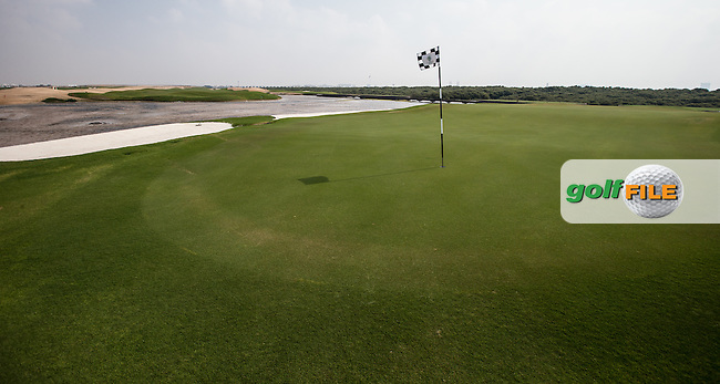 View of the 6th green at Al Zorah Golf Club, Dubai, United Arab Emirates.  26/01/2016. Picture: Golffile | David Lloyd<br /> <br /> All photos usage must carry mandatory copyright credit (&copy; Golffile | David Lloyd)