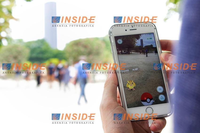 Pokemon go <br /> Parigi 21-7-2016 <br /> Foto Justine Vandermarliere / Panoramic / Insidefoto