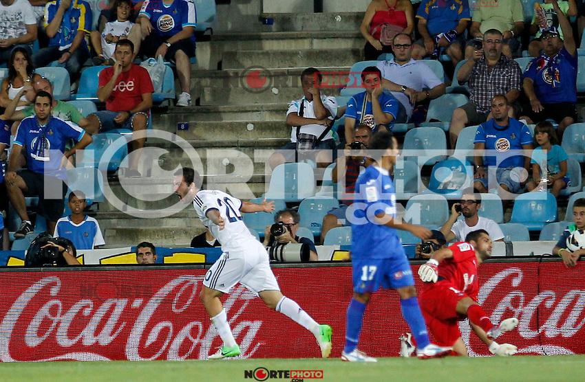 Madrid(26/08/2012).- Coliseum Alfonso Perez..Liga BBVA, Jornada n&ordm;2..Getafe - Real Madrid..Gonzalo Higuain...Photo: Alex Cid-Fuentes / ALFAQUI.. /NortePhoto.com<br /> <br /> **CREDITO*OBLIGATORIO** <br /> *No*Venta*A*Terceros*<br /> *No*Sale*So*third*<br /> *** No*Se*Permite*Hacer*Archivo**<br /> *No*Sale*So*third*