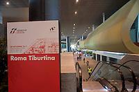 Roma 28 Novembre 2011.Inaugurata la nuova Stazione Tiburtina dell'alta velocità..L'interno e le scale mobili
