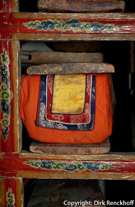 Bibliothek im Kloster Tikse, Ladakh (Jammu+Kashmir), Indien