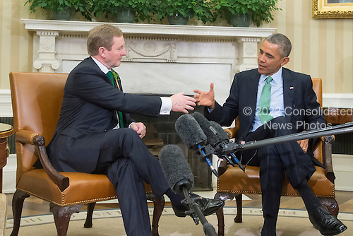 US President Barack Obama (R) and acting Prime Minister (Taoiseach) of Ireland Enda Kenny (L) shake hands following their bilateral meeting in the Oval Office of the White House, in Washington, DC, USA, 15 March 2016.<br /> Credit: Michael Reynolds / Pool via CNP