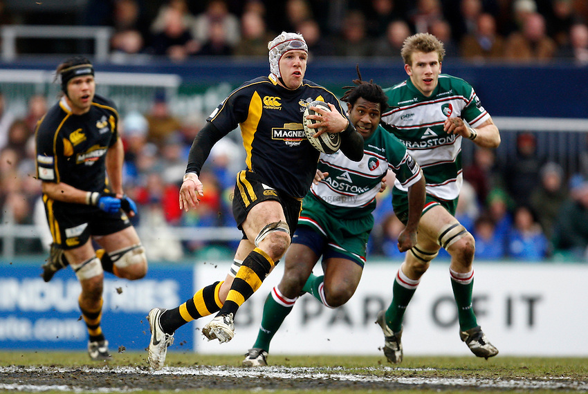 Photo: Richard Lane/Richard Lane Photography..Leicester Tigers v London Wasps. Guinness Premiership. 29/03/2008. Wasps' James Haskell attacks.