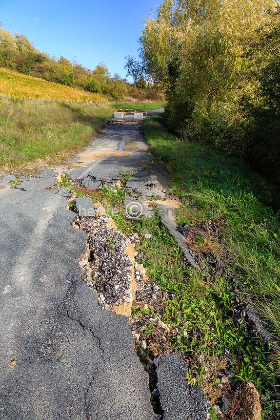 France, Cher (18), Sancerre, route d'Amigny défoncée // damaged road, France, Cher (18), Sancerre, Amigny road