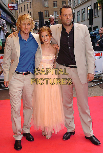 "OWEN WILSON, ISLA FISHER & VINCE VAUGHN.""The Wedding Crashers"" world premiere, Odeon, Leicester Square, London..July 4th, 2005.full length arm over shoulder cream beige suits peach sheer dress.www.capitalpictures.com.sales@capitalpictures.com.©Capital Pictures"