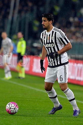 28.02.2016. Juventus Stadium, Turin, Italy. Serie A Football. Juventus versus Inter Milan. Sami Khedira on the ball