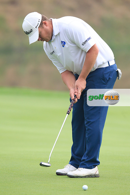 George Coetzee (RSA) putts on the 9th green during Saturay's Round 3 of the 2014 BMW Masters held at Lake Malaren, Shanghai, China. 1st November 2014.<br /> Picture: Eoin Clarke www.golffile.ie
