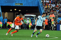 SAO PAULO - BRASIL -09-07-2014. Lionel Messi (#10) jugador de Argentina (ARG) en acción durante partido de las semifinales con Holanda (NED) por la Copa Mundial de la FIFA Brasil 2014 jugado en el estadio Arena de Sao Paulo./ Lionel Messi (#10) player of Argentina (ARG) during the match of the Semifinal against Netherlands (NED) for the 2014 FIFA World Cup Brazil played at Arena de Sao Paulo stadium. Photo: VizzorImage / Alfredo Gutiérrez / Contribuidor