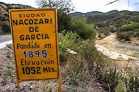 Letrero de color amarillo a la entrada de la Nacozari de Garcia. Aspectos del municipio de Nacozari Sonora y sus Alrededores.<br /> ** &copy; Foto:LuisGutierrez/NortePhoto.com