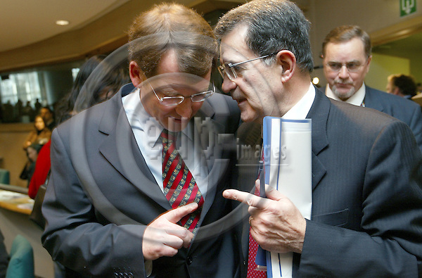 BRUSSELS - BELGIUM - 03 MARCH 2004 -- EUROPEAN PARLIAMENT -- Graham WATSON, Liberal Democrat Member of the European Parliament;  Romano PRODI, President of the european Commission -- PHOTO: EUP-IMAGES / ANNA-MARIA ROMANELLI