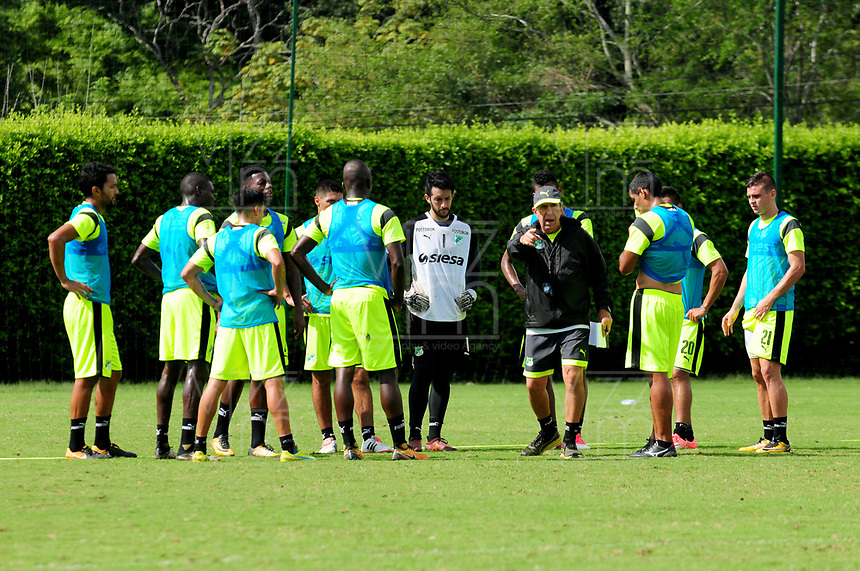 CALI -COLOMBIA-16-01-2018: Jugadores del Deportivo Cali durante entrenemiento previo a la Liga Águila I 2018 en la sede campestre del Club en Pance, Colombia. / Players of Deportivo Cali during training prior the Aguila League I 2018 at sporting headquarters in Pance, Colombia. Photo: VizzorImage/ Nelson Rios / Cont