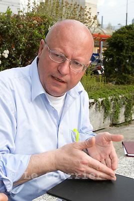 Genève, le 20.04.2009.Pierre Vanek, permanent de solidarité..© Le Courrier / J.-P. Di Silvestro