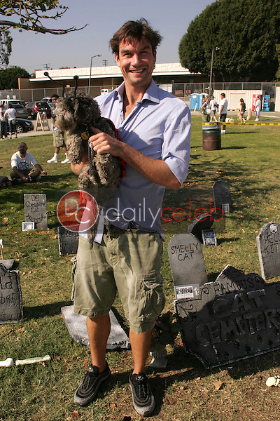 Jerry O'Connell<br />at The 5th Annual BowWowWeen Benefit Presented by Dog.com. Barrington Dog Park, Los Angeles, CA. 10-29-06<br />Dave Edwards/DailyCeleb.com 818-249-4998