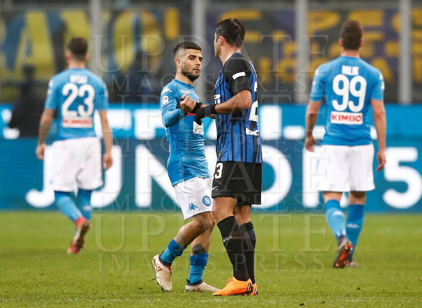 Calcio, Serie A: Inter - Napoli, Milano, stadio Giuseppe Meazza (San Siro), 11 marzo 2018.<br /> Napoli's Lorenzo Insigne (l) greets Inter's Eder (r) at the end of the Italian Serie A football match between Inter Milan and Napoli at Giuseppe Meazza (San Siro) stadium, March 11, 2018.<br /> Inter Milan and Napoli drawns 0-0.<br /> UPDATE IMAGES PRESS/Isabella Bonotto