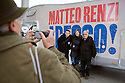 Some voters of Matteo Renzi pose for a souvenir photo in front of his camper in Milan, December 1, 2012. Today ends the campaign for the runoff between Renzi and Bersani of the Democratic Party primary election. © Carlo Cerchioli..Alcuni elettori di Matteo Renzi posano per una foto ricordo davanti al sua camper a Milano, 1 dicembre 2012. Oggi si conclude la campagna elettorale per il ballottaggio fra Renzi e Bersani delle elezioni primarie del PD.