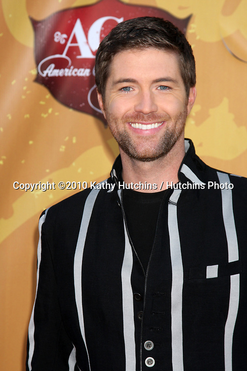 LOS ANGELES - DEC 6:  Josh Turner arrives at the 2010 American Country Awards at MGM Grand Garden Arena on December 6, 2010 in Las Vegas, NV.