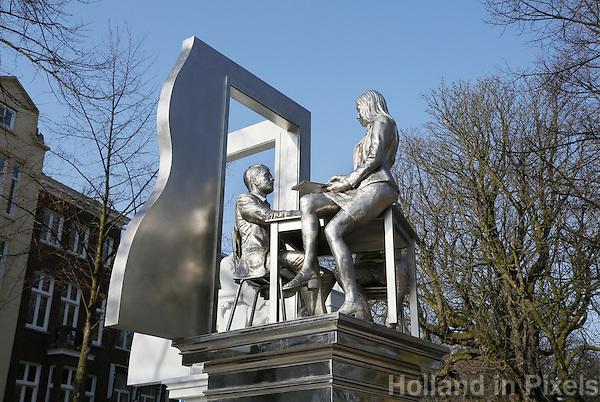 Nederland  Den Haag   2017.  Monument voor de staatsman Thorbecke aan het Lange Voorhout in Den Haag. Het standbeeld is gemaakt door kunstenaar Thom Puckey (1948).  Berlinda van Dam / Hollandse Hoogte