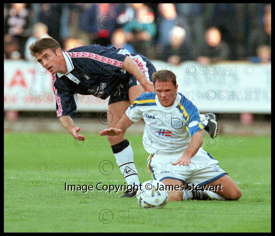 18th August 98      .Copyright Pic : James Stewart   .FALKIRK V ST.JOHNSTONE.BRIAN HAMILTON AND JOHN O'NEILL..........Payments to :-.James Stewart Photo Agency, Stewart House, Stewart Road, Falkirk. FK2 7AS      Vat Reg No. 607 6932 25.Office : 01324 630007        Mobile : 0421 416997.If you require further information then contact Jim Stewart on any of the numbers above.........