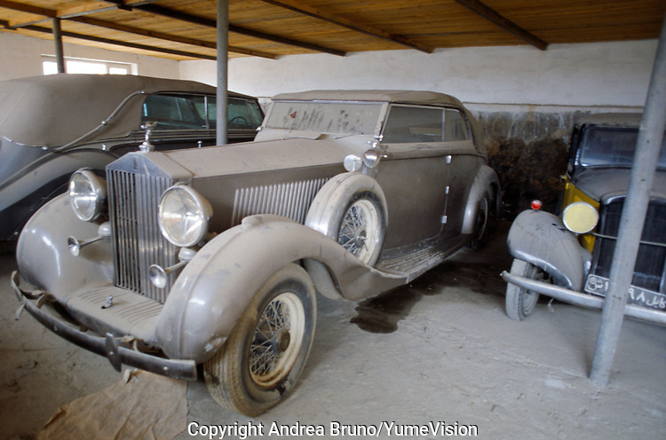 The King Rolls Royce Phantom III with a Daimler DK400 on the left and the Ford at the right, in the bunker build by UNESCO in the courtyard of the Afghan Kabul National museum in 1991