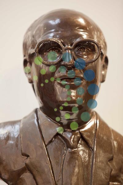 Statue John Smith former Labour leader at Coatbridge Public Library  North Lanarkshire..Picture, Johnny Mclauchlan/Universalnews,04/02/11