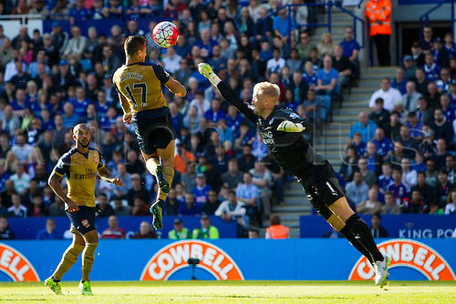 26.09.2015. Leicester, England. Barclays Premier League. Leicester City versus Arsenal.  Alexis Sanchez of Arsenal leaps to head the ball over an outstretched Kasper Schmeichel of Leicester City for Arsenal's third goal (1-3).