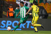 MEDELLÍN - COLOMBIA, 05-09-2018: Jeison Lucumi (Izq) jugador de Atlético Nacional disputa el balón con Sherman Cardenas (Der) jugador de Atlético Bucaramanga durante partido por la fecha 8 de la Liga Águila II 2018 jugado en el estadio Atanasio Girardot de la ciudad de Medellín. / Jeison Lucumi (L) player of Atletico Nacional fights for the ball with Sherman Cardenas (R) player of Atletico Bucaramanga during match for the date 1 of the Aguila League II 2018 at Atanasio Girardot stadium in Medellin city. Photo: VizzorImage/León Monsalve/Cont