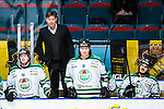 Stockholm 2014-03-21 Ishockey Kvalserien AIK - R&ouml;gle BK :  <br /> R&ouml;gles tr&auml;nare Gunnar Persson i b&aring;set bakom R&ouml;gles Victor Berglind , R&ouml;gles Alen Bibic och R&ouml;gles Almen Bibic <br /> (Foto: Kenta J&ouml;nsson) Nyckelord:  portr&auml;tt portrait tr&auml;nare manager coach