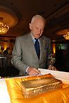 Peter Munk w Gold Brick