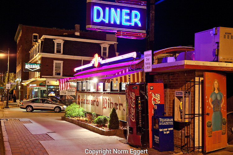 Boulevard Diner at night