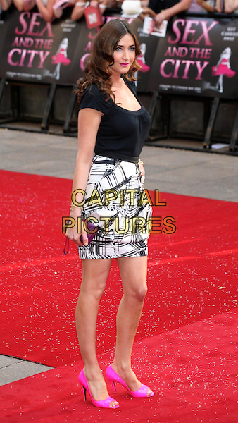 "LISA SNOWDON.Arrivals at the ""Sex And The City: The Movie"" World Premiere, Odeon Leicester Square, London, England, UK. .May 12th 2008 .SATC full length black top pink lipstick white patterned pattern print skirt shoes purple clutch bag .CAP/DS.©Dudley Smith/Capital Pictures"