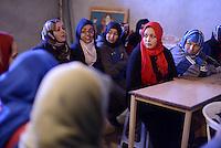 Seitla , Gennaio 2015<br /> La Tunisia a 4 anni dalla rivoluzione che port&ograve; all'esilio il dittatore Ben Ali. Riunione di donne di una cooperativa di tessitrici a Seitla sud della Tunisia