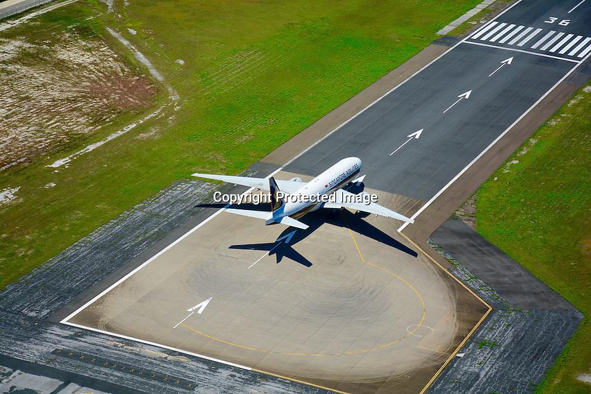 Singapore Airlines, Boeing B777-212 ER, 9V-SVO, msn 28533, North Male' Atoll, Kaafu Atoll, Male' International Airport, Ibrahim Nasir International Airport, Runway 36, Hulhule, Indian Ocean, Asia, Republic of Maldives
