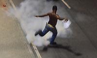 RIO DE JANEIRO, RJ, 20 DE JUNHO DE 2013 -MANIFESTAÇÃO NO CENTRO DO RIO DE JANEIRO-RJ- Milhares de manifestantes ocupam o centro do Rio de Janeiro contra o governo, na noite desta quinta-feira, 20 de junho, saindo da Candelária em direção a Prefeitura e ocupando a avenida Presidente Vargas no centro do Rio de Janeiro.FOTO:MARCELO FONSECA/BRAZIL PHOTO PRESS