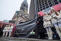 """Gedenken am Dienstag den 19. Dezember 2017 anlaesslich des 1. Jahrestag des Terroranschlag auf den Weihnachtsmarkt auf dem Berliner Breitscheidplatz am 19.12.2016 durch den Terroristen Anis Amri.<br /> Im Bild: Aus Solidaritaet mit den Angehoerigen und den Opfern hat die Firma """"Weihnachtsmarkt am Schloss Charlottenburg"""" ein Transparent mit der Aufschrift """"Der Terror wird uns nicht besiegen!"""" drucken lassen und sechs Frauen von einem Agentur gemietet, die als Engel verkleidet neben dem Transparent Aufstellung nehmen mussten.<br /> 19.12.2017, Berlin<br /> Copyright: Christian-Ditsch.de<br /> [Inhaltsveraendernde Manipulation des Fotos nur nach ausdruecklicher Genehmigung des Fotografen. Vereinbarungen ueber Abtretung von Persoenlichkeitsrechten/Model Release der abgebildeten Person/Personen liegen nicht vor. NO MODEL RELEASE! Nur fuer Redaktionelle Zwecke. Don't publish without copyright Christian-Ditsch.de, Veroeffentlichung nur mit Fotografennennung, sowie gegen Honorar, MwSt. und Beleg. Konto: I N G - D i B a, IBAN DE58500105175400192269, BIC INGDDEFFXXX, Kontakt: post@christian-ditsch.de<br /> Bei der Bearbeitung der Dateiinformationen darf die Urheberkennzeichnung in den EXIF- und  IPTC-Daten nicht entfernt werden, diese sind in digitalen Medien nach §95c UrhG rechtlich geschuetzt. Der Urhebervermerk wird gemaess §13 UrhG verlangt.]"""