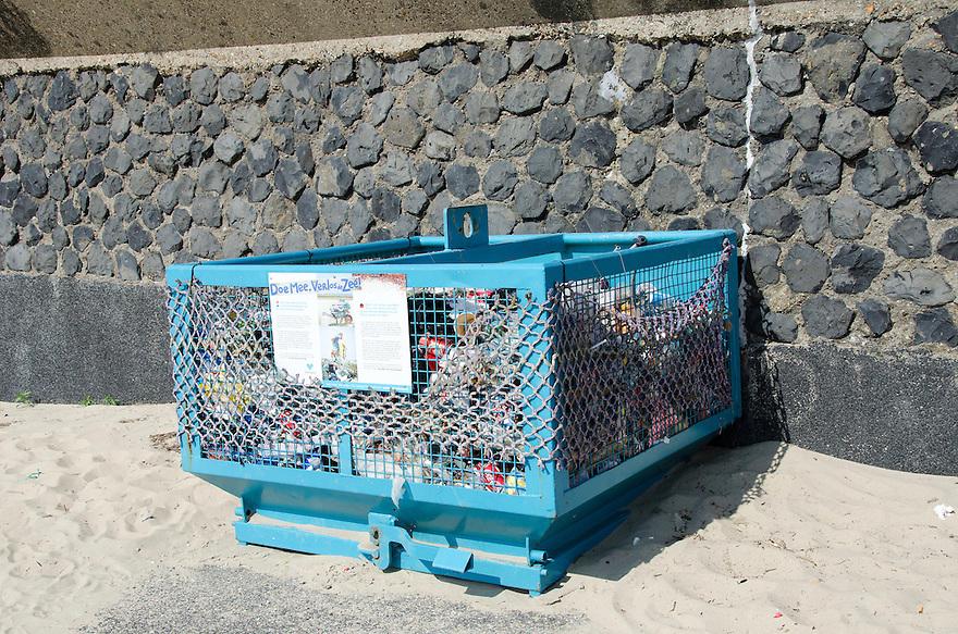 14juni Vlissingen<br /> Plastic afval word opgevangen zodat het niet in de zee komt.<br /> <br /> (c)renee teunis