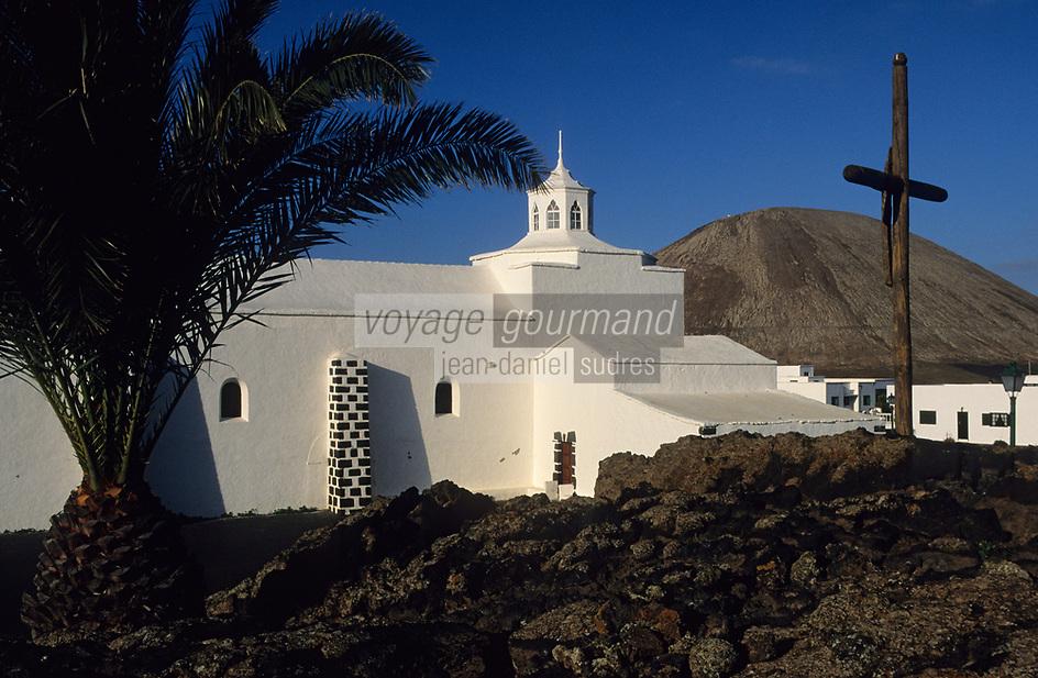 """Europe/Espagne/Canaries/Lanzarote/Tinajo : L'église blanche ermitage """"Virgen de Los Volcanes"""""""