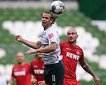 Zweikampf, Duell zwischen Niclas Fuellkrug (Werder Bremen) und Toni Leistner (1. FC Koeln).<br /><br />Sport: Fussball: 1. Bundesliga:: nphgm001:  Saison 19/20: 34. Spieltag: SV Werder Bremen - 1. FC Koeln, 27.06.2020<br /><br />Foto: Marvin Ibo GŸngšr/GES/Pool/via gumzmedia/nordphoto