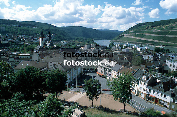 view over Bingen towards the Binger Loch of the Rhine valley<br /> <br /> vista sobre Bingen al Binger Loch del valle del Rhin<br /> <br /> Blick über Bingen auf das Binger Loch des Rheintals<br /> <br /> Original: 35 mm slide transparancy