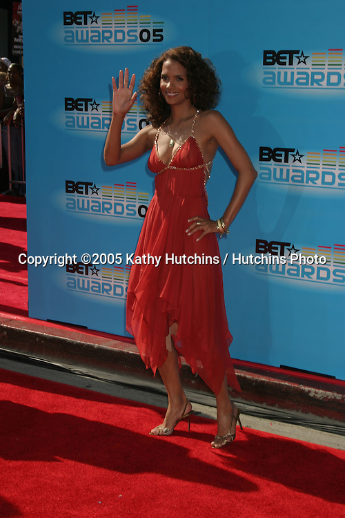 Halle Berry.BET Awards.Kodak Theater.Los Angeles, CA.June 28, 2005.©2005 Kathy Hutchins / Hutchins Photo....