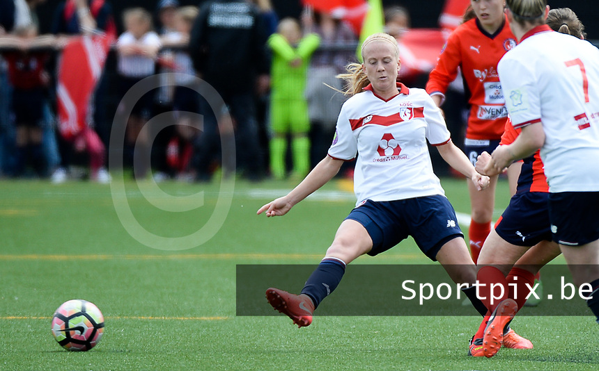20170514 - LILLE , FRANCE : LOSC's Silke Demeyere (left) pictured during the 21 st competition game between the women teams of Lille OSC and La Roche Sur Yon in the 2016-2017 season of the Second Division A D2F A at stade Lille Metropole , Saturday 14th May 2017 ,  PHOTO Joke Vuylsteke | Sportpix.Be