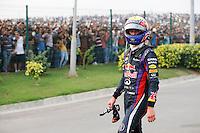 O piloto Sebastian Vettel comemora sua vitória no GP da Índia, neste domingo, no Circuito Internacional de Buddh, em Noida, na Índia. Vettel conquistou o quarto título mundial consecutivo. O alemão se tornou o terceiro maior vencedor da história, atrás somente de Schumacher e Juan Manuel Fangio.  (Foto: Pixathlon / Brazil Photo Press).