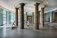 Skulpturen in der Rotunde der Kunsthalle, Glockengie&szlig;erwall, 20095 Hamburg,  Deutschland<br /> Sculpturs in Rotunde of Kunsthalle, Hamburg, Germany