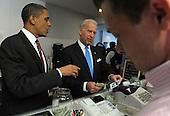 Arlington, VA - May 5, 2009 -- United States President Barack Obama and Vice President Joe Biden order lunch at Ray's Hell Burger in Arlington, Virginia, on May 5, 2009.  .Credit: Roger L. Wollenberg - Pool via CNP