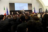 Roma, 29 Dicembre 2011.Conferenza Stampa di fine anno del Primo Ministro Mario Monti.Il grafico dello Spread..Year-end Press Conference by  italian Prime Minister Mario Monti.The graph of the Spread.Rome, Italy,December 29, 2011.