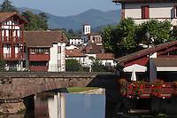 France, Pyrénées-Atlantiques (64), Pays-Basque, Saint-Jean-Pied-de-Port, le pont Notre-Dame et en fonf  Saint-Jean-le-Vieux // France, Pyrenees Atlantiques, Basque Country, Saint Jean Pied de Port,  the Pont Notre-Dame , in the background Saint-Jean-le-Vieux
