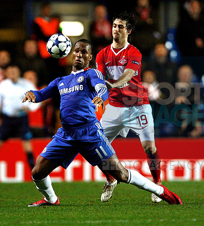 Didier Drogba of Chelsea holds off Nicolas Pareja of Spartak Moscow