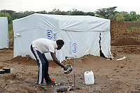 KENIA Fluechtlingslager Kakuma in der Turkana Region , hier werden ca. 80.000 Fluechtlinge aus Somalia Sudan Aethiopien u.a. vom UNHCR versorgt / KENYA Turkana Region, refugee camp Kakuma, where 80.000 refugees from Somali, Ethiopia, South Sudan receive shelter and food from UNHCR