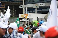 SAO PAULO, SP, 05.09.2013-Integrantes do Movimento dos Atingidos por Barragens e do Movimento Sem Terra realizam protesto na Avenida Paulista contra os leilões do petróleo e por uma política que garanta o direito das populações atingidas por hidrelétricas. .  Adriano Lima / Brazil Photo Press