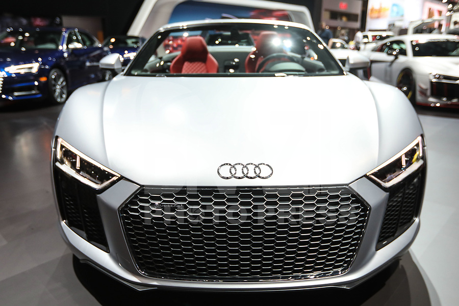 NEW YORK, EUA, 13.04.2017 - AUTOMÓVEL-NEW YORK - Audi R8 V10 é visto durante o New York Internacional Auto Show no Javits Center na cidade de New York nesta quinyta-feira, 13. O evento é aberto ao público do dia 14 à 23 de abril de 2017 . (Foto: Vanessa Carvalho/Brazil Photo Press)