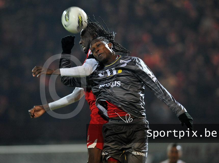 KV Kortrijk - SV Zulte - Waregem : kopduel tussen Ismaila N'Diaye en Habib Habibou (rechts).foto VDB / BART VANDENBROUCKE